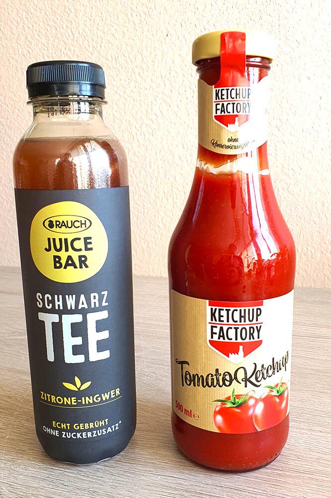 Schwarzer Tee und Ketchup